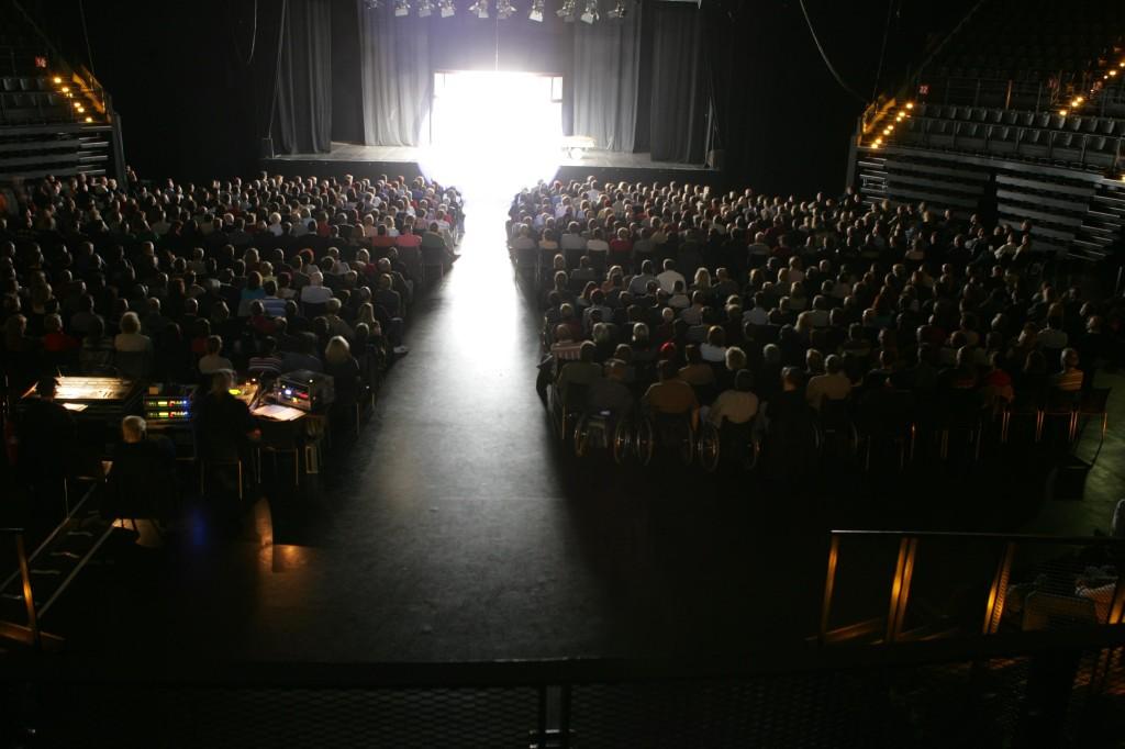 13.11.2004 Auf nach Berlin ins Tempodrom - Über 2.000 Berliner und wir auf er Bühne!!!
