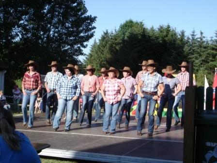 Die Holster Line Dance Gruppe in Aktion! Teil II