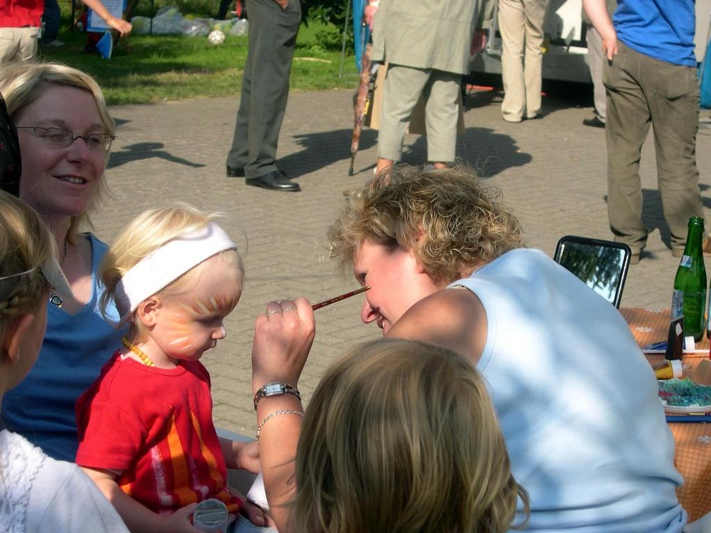 22.08.2004 Volksfest Kinderschminken mit Yvonne