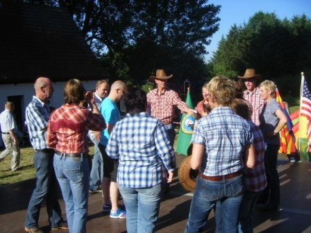 Holster Line Dance Gruppe in Aktion!