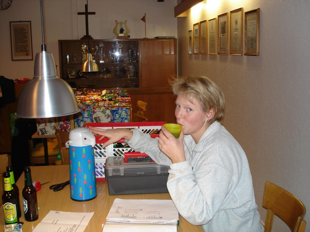 01.12.2005 Vorbereitung der Nikolaustüten