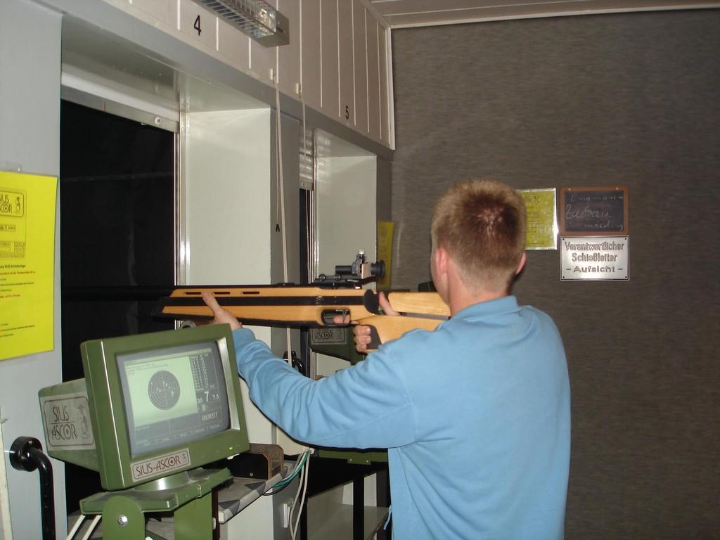 01.10.2005 MGV beim Freundschaftsschießen der Bürgerschützen