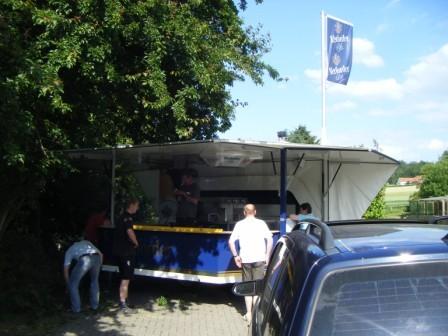 25.06.2010 Festvorbereitungen - Aufbau der Bierbude