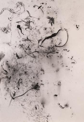 z.t., 2017. Houtskool op papier, 100x70cm.