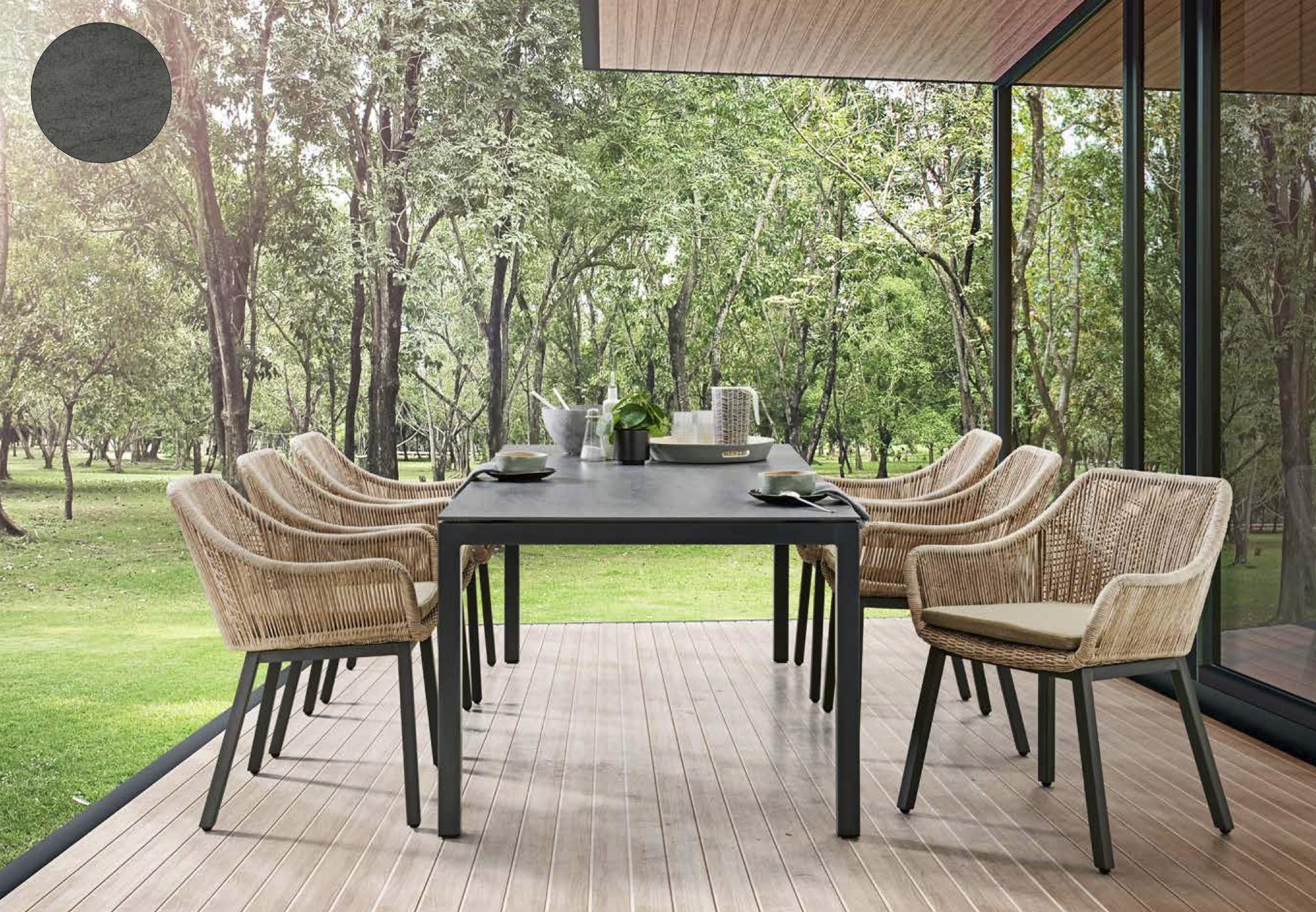 Tisch mit Alufüssen eisengrau, Stuhl Tacos, Tischplatte Dekton Bromo