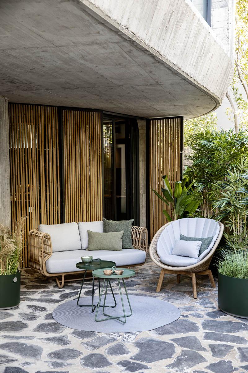 Nest Lounge in Kombination mit Peacock Lounge-Sessel