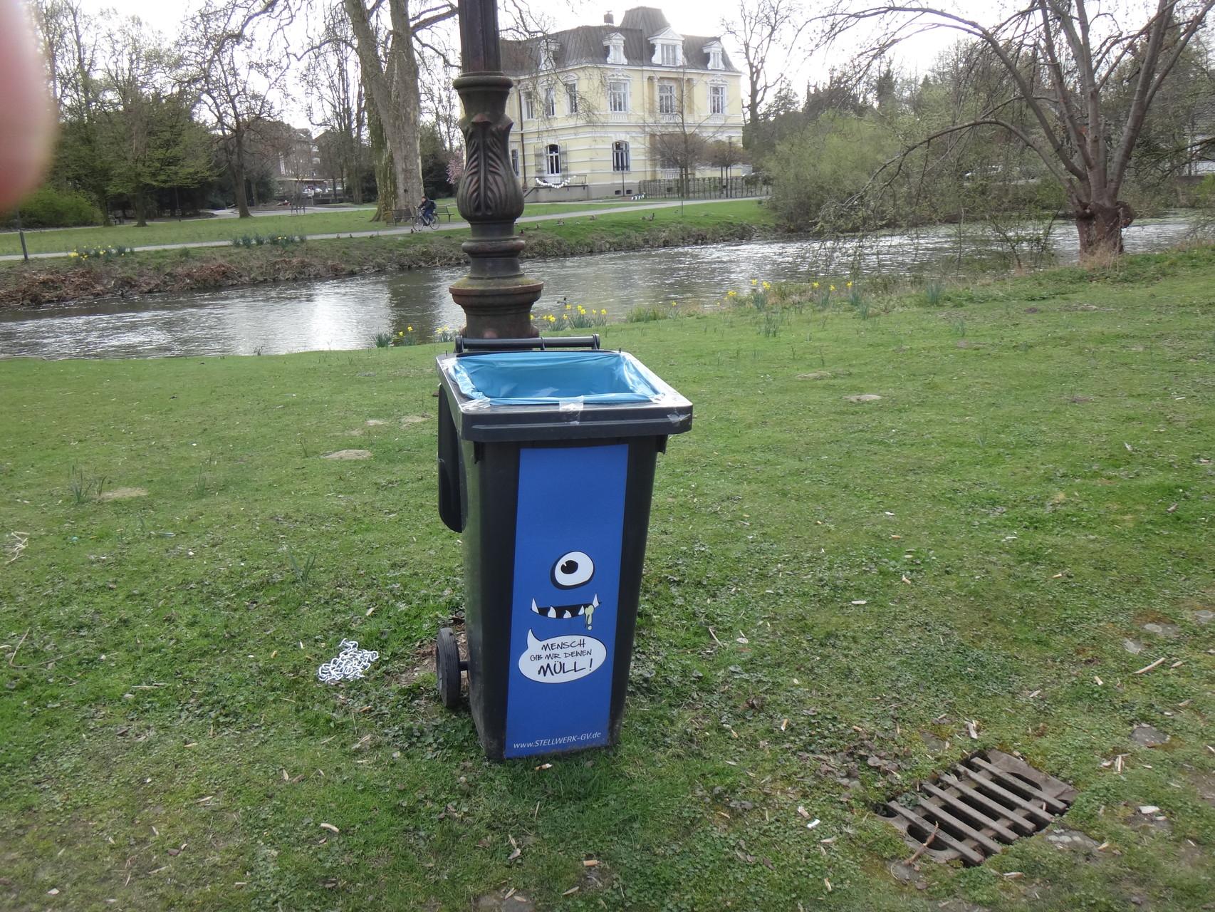 Stellwerk-Müllfresser auf der Stadtparkinsel im Stand by Modus