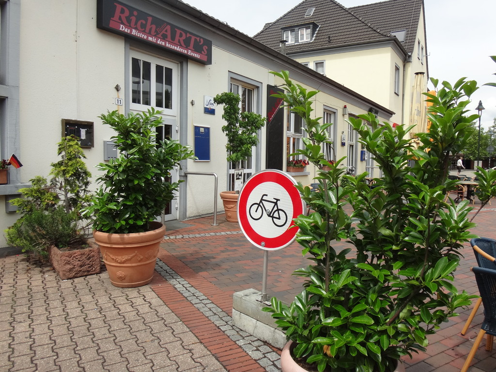 ... damit keine Fahrräder durch die Kaffeetassen fahren...