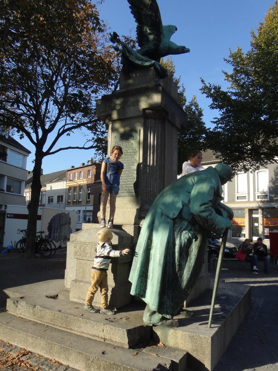 Das Denkmal am Platz der dt. Einheit