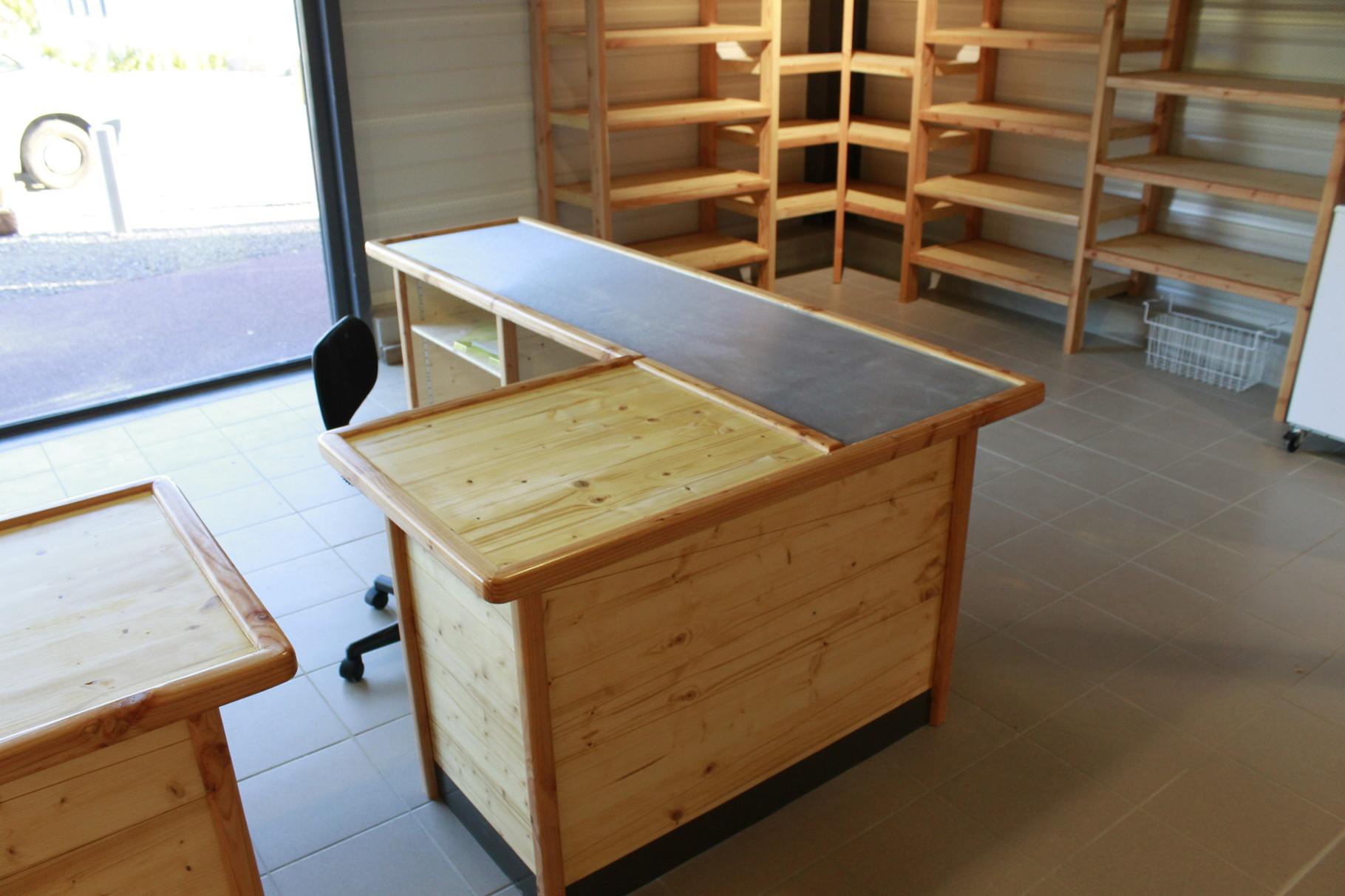 meuble de caisse en épicéa , douglas et inox