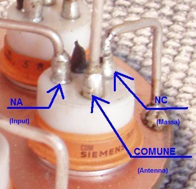 """Relè """"sotto vuoto"""" Siemens VR311: 8KV - 8A@30MHz."""