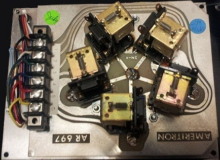 """Ameritron """"RC8"""" - Remote box (internal view with the original relays)"""
