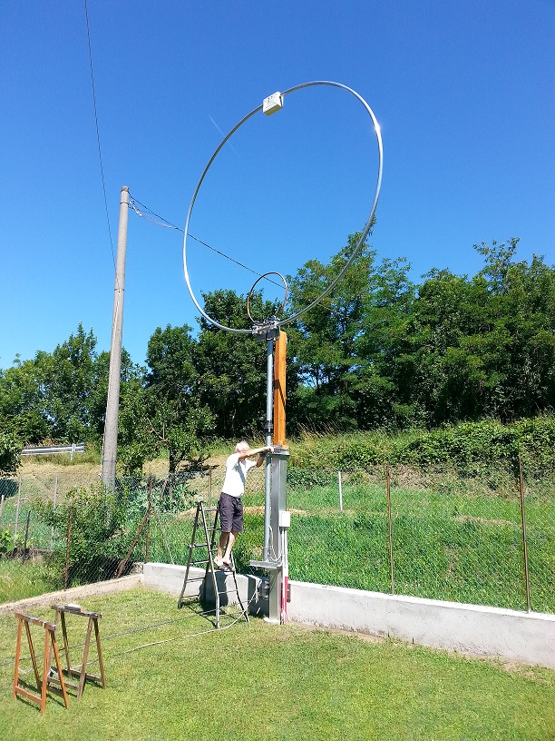 My big friend Gianni, I2RVE operate the lock of the ring (his garden with this antenna is a work of art!)