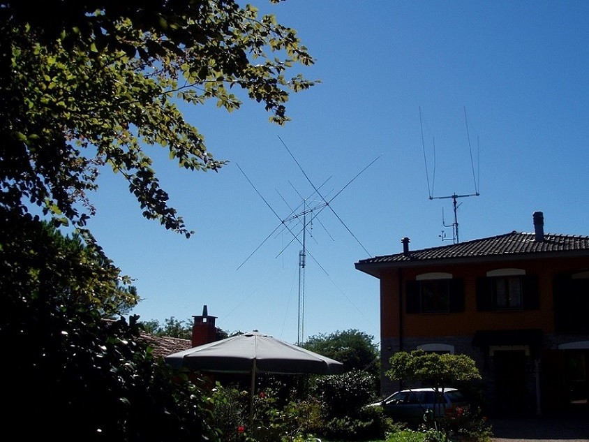 This is a fantastic antenna! 4 el. 10-15-20 + 2 el. 40m, 25m hight