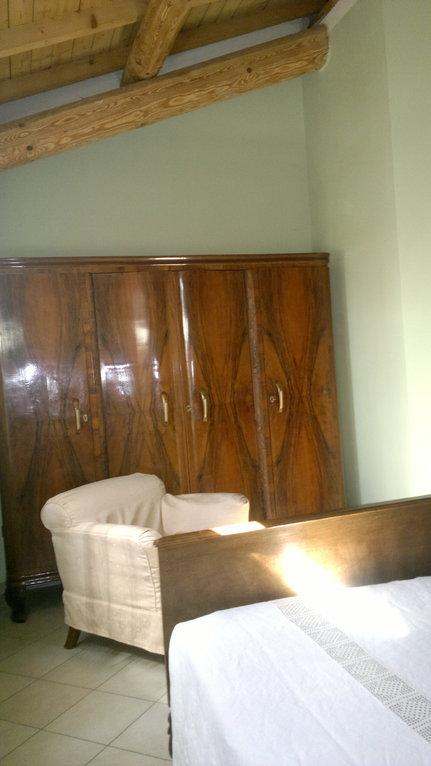 particolare: l'armadio con poltrona