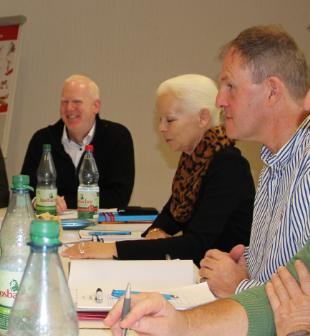 Am 08.11.2019 wurde der neue AKIR-Vorstand gewählt: (von rechts nach links) Ralph Harnacke von der Westfälischen-Wilhelms Universität Münster, Angelika Spilker von der Universität Bielefeld und Dirk Gabriel von der Universität Heidelberg