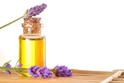 Aromatherapie, Spagyrik, Tinkturen, Tee bei: zu starker Menstruation, Stress, Angst, Schlaflosigkeit, Hitzewallungen, Kinderwunsch