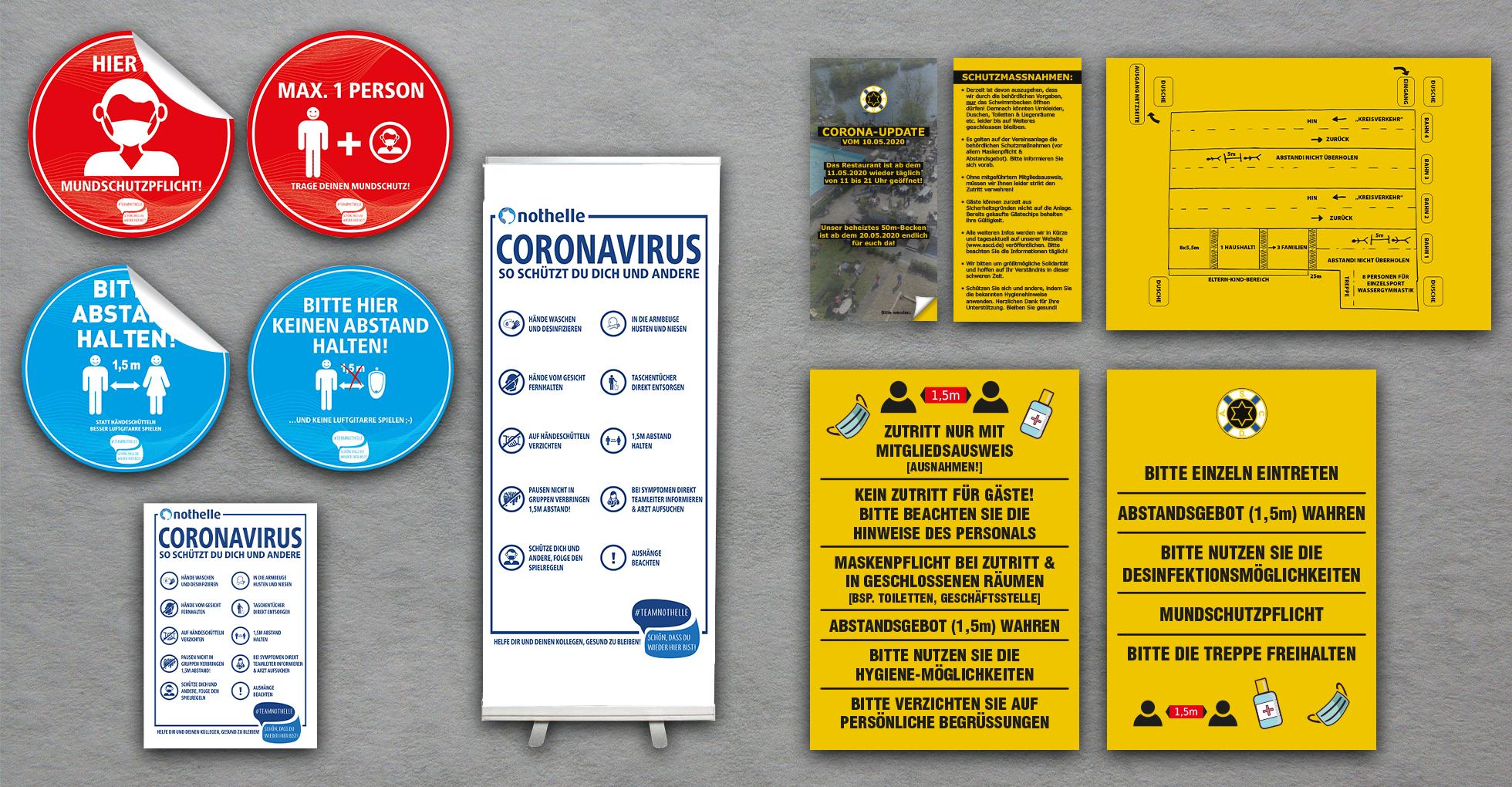 Diverse Hinweise zu Corona in unterschiedlicher Form, wie Aufkleber, Roll-Up, Plakate und Flyer