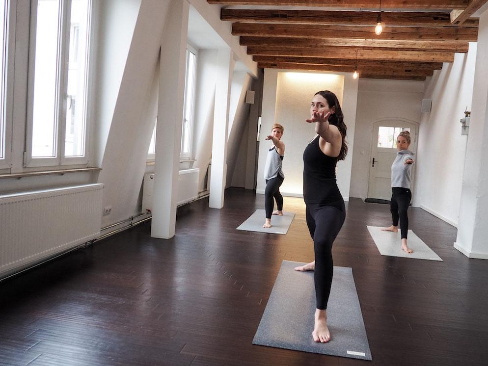 Wie teilen mit dir unsere 4 Lieblings Ideen für ein nachhaltiges Weihnachtsgeschenk fürs Yoga