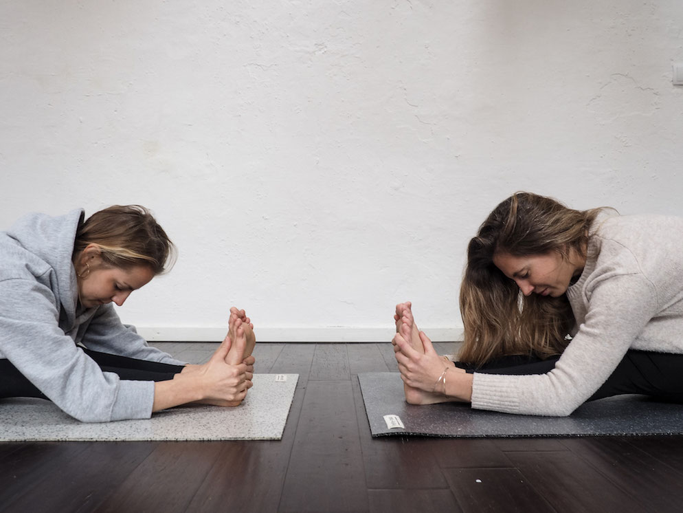 Eine Yogamatte kann ein tolles nachhaltiges Weihnachtsgeschenk fürs Yoga sein
