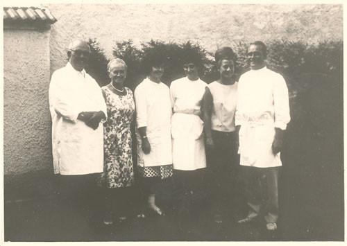 Franz Xaver und Hermann Heilraht mit Helferinnen