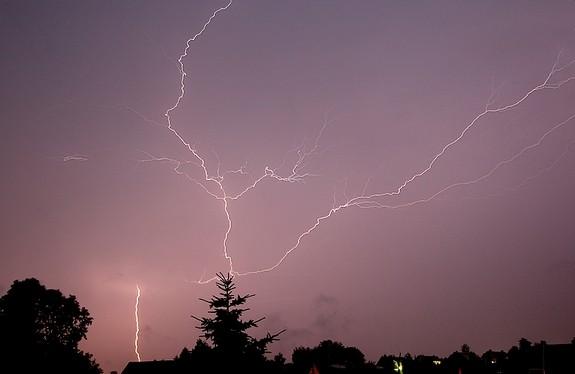 Blitz 02.07.2012 22 Uhr Großhartmannsdorf - Blick Richtung NO Dresden