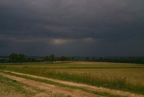 Gewitterfront Richtung West - Großwaltersdorf am 20.6.2013 / 19.30Uhr