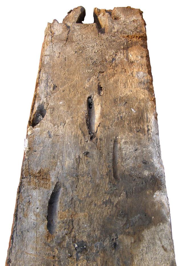 Original Fensterrahmen aus 1696. Spuren der Schiffsbohrmuschel, das Holz stammt aus dem Schiffsbau und ist daher älter als 317 Jahre