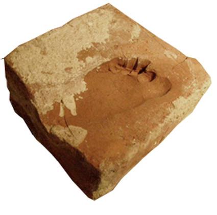 Kinderfussabdruck im Ziegelstein, Alter 300 Jahre