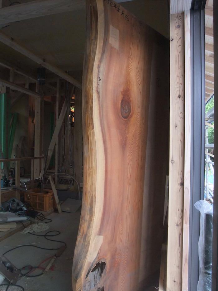 2016.05.11 ダイニングテーブルの板.450年生の杉.暮らしの中に450年があること.