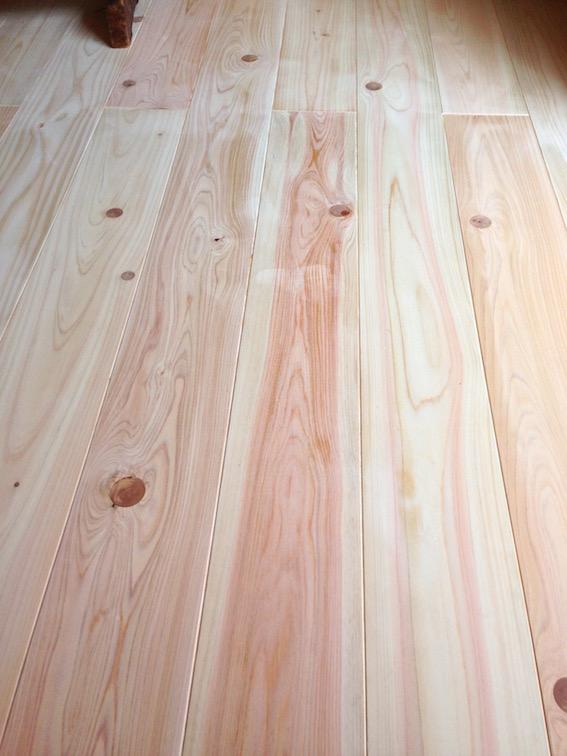 2014.04.05 無垢のヒノキの床。もち国産材。
