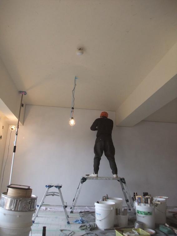 20160223 瓦チップ下地の壁の仕上げは,とにかく磨く.