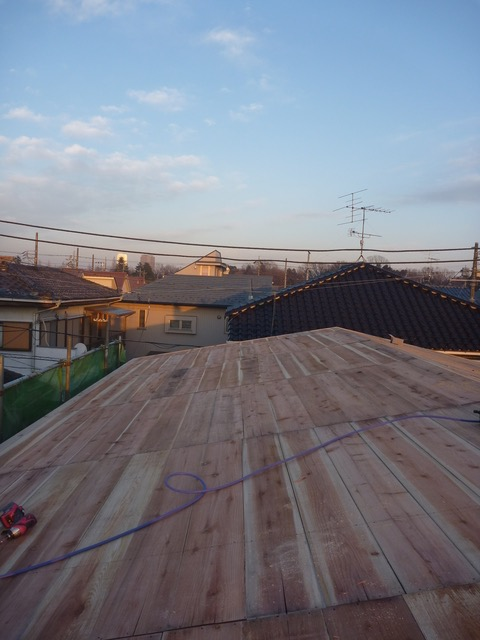 2014.01.24 屋根の野地板も、きちんと無垢の杉板です。