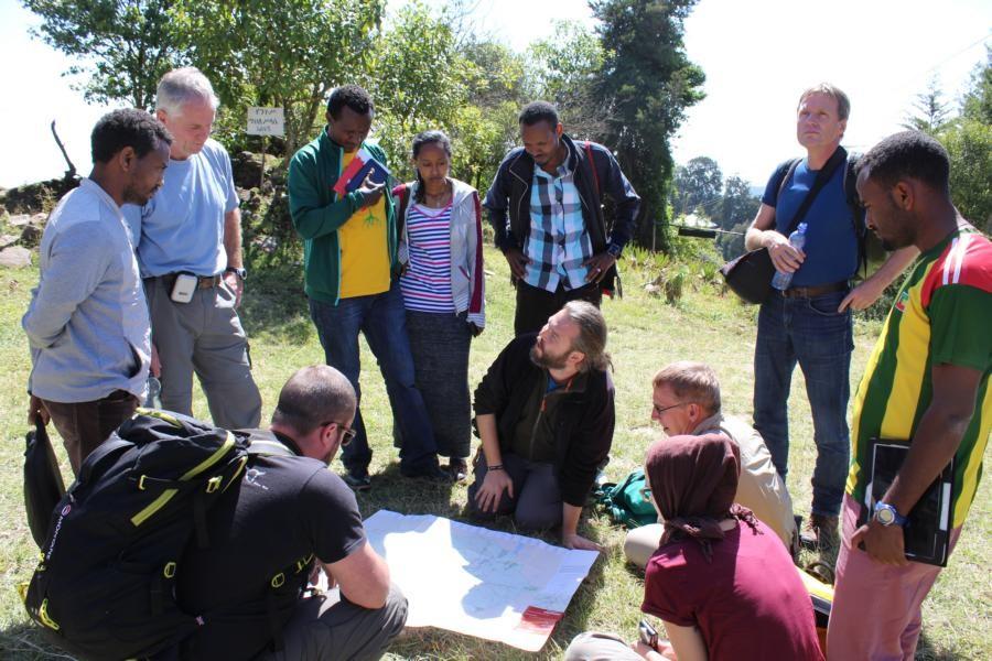 Dr. Borchardt explains the route of the postARBOCONexcursion