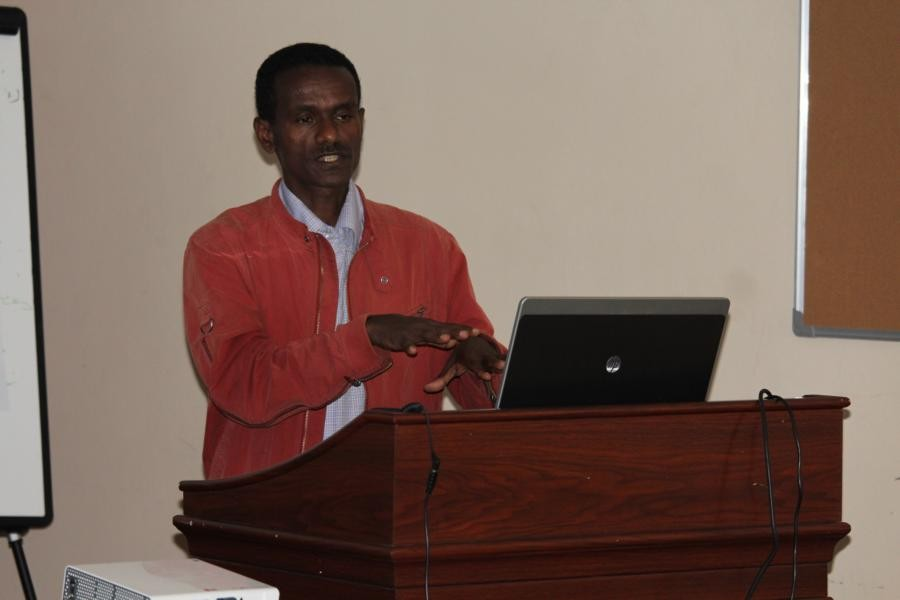 Bekele Haile from the Ethiopian NABU (Naturschutzbund) explains the idea of biospherereserves in  Ethiopia