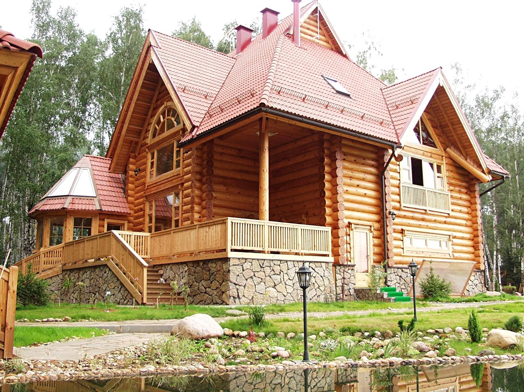 Срубы деревянных домов и бань