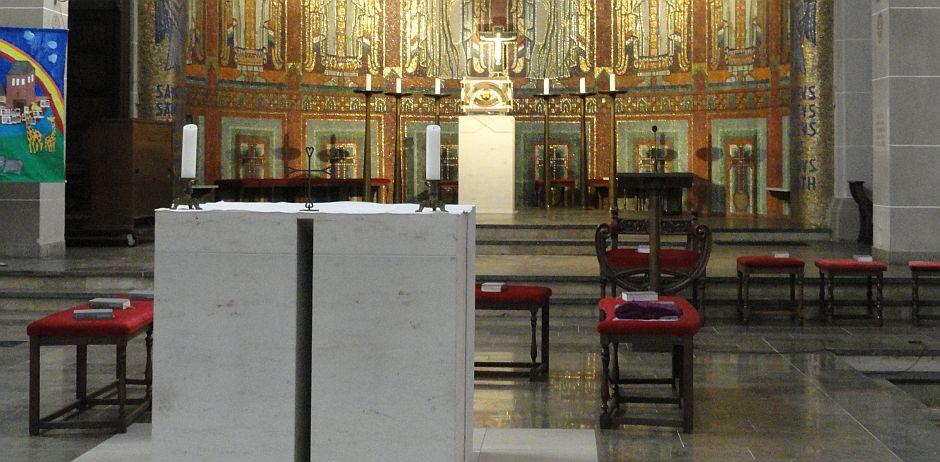 Im Altar sind Reliquien des heiligen Nikolaus eingelassen
