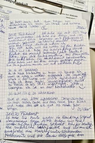 Einträge im Intensiv-Tagebuch. Foto: Milena Müller