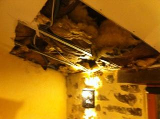 Plafond suite au dégât des eaux.