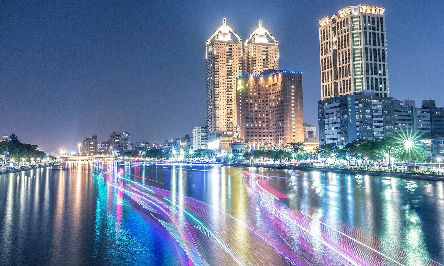Night view of Love River. (source: Tourism Bureau of Kaohsiung City Government)