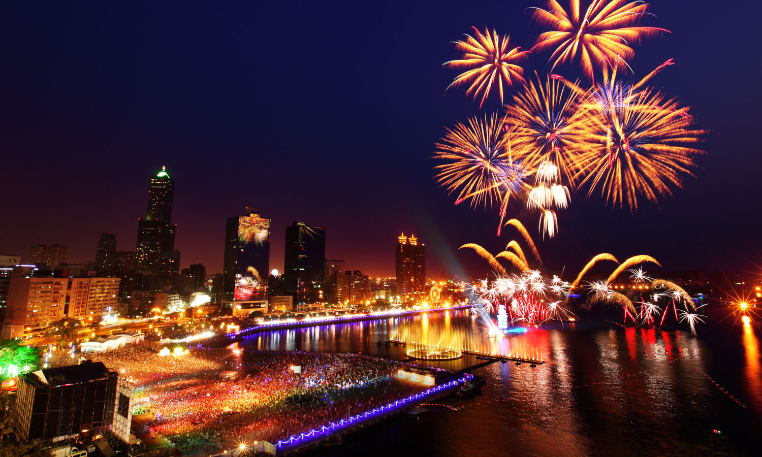 New Year's fireworks. (source: Tourism Bureau of Kaohsiung City Government)
