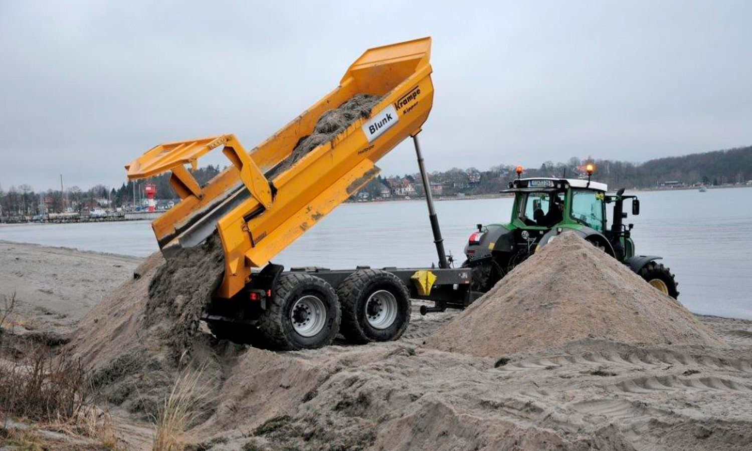 Dune construction using beach wrack at Eckernförde.