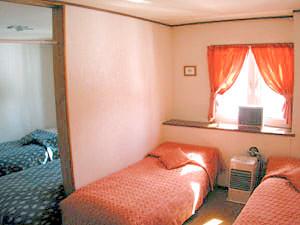4ベッド(バス付) ルームネームOrange シングルベッドをプラスして5名様まで入れます
