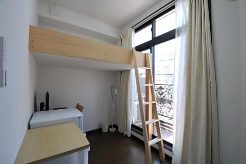 301号室です、日当たりいいです、窓大きいです
