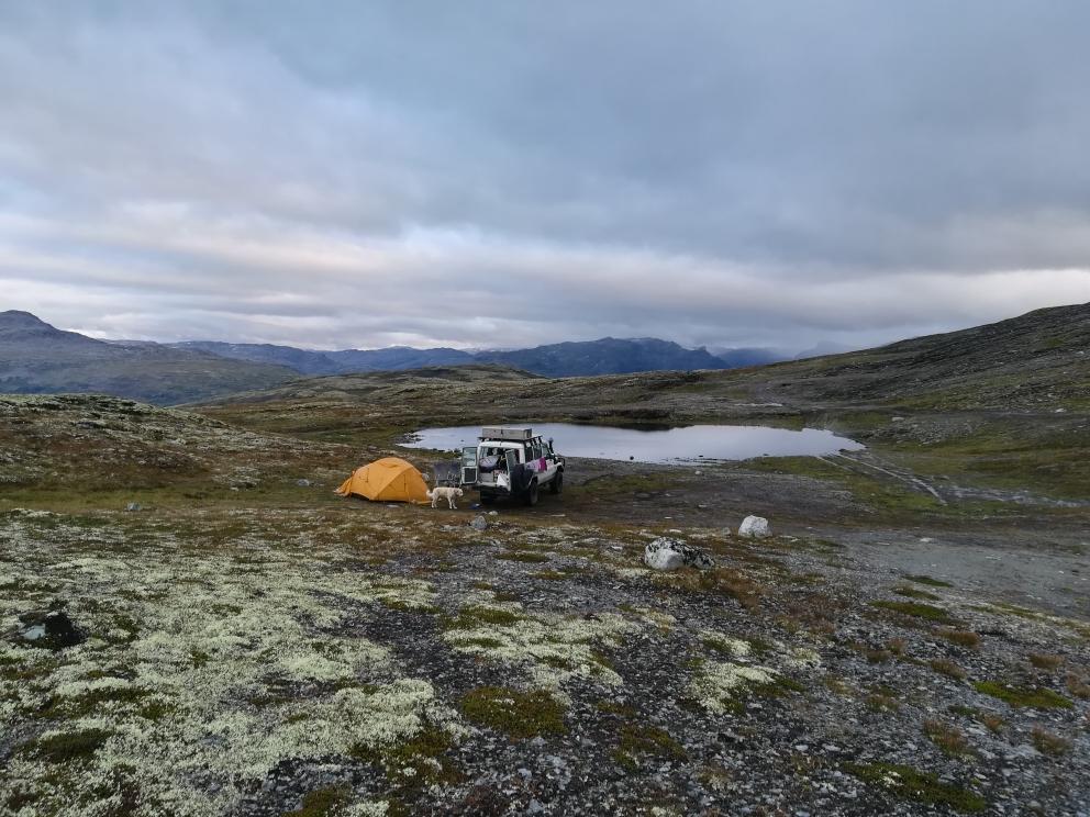 Unser bisher schönstes Biwak. Auf rund 1350 m Höhe haben wir eine schöne aber kalte Nacht verbracht.