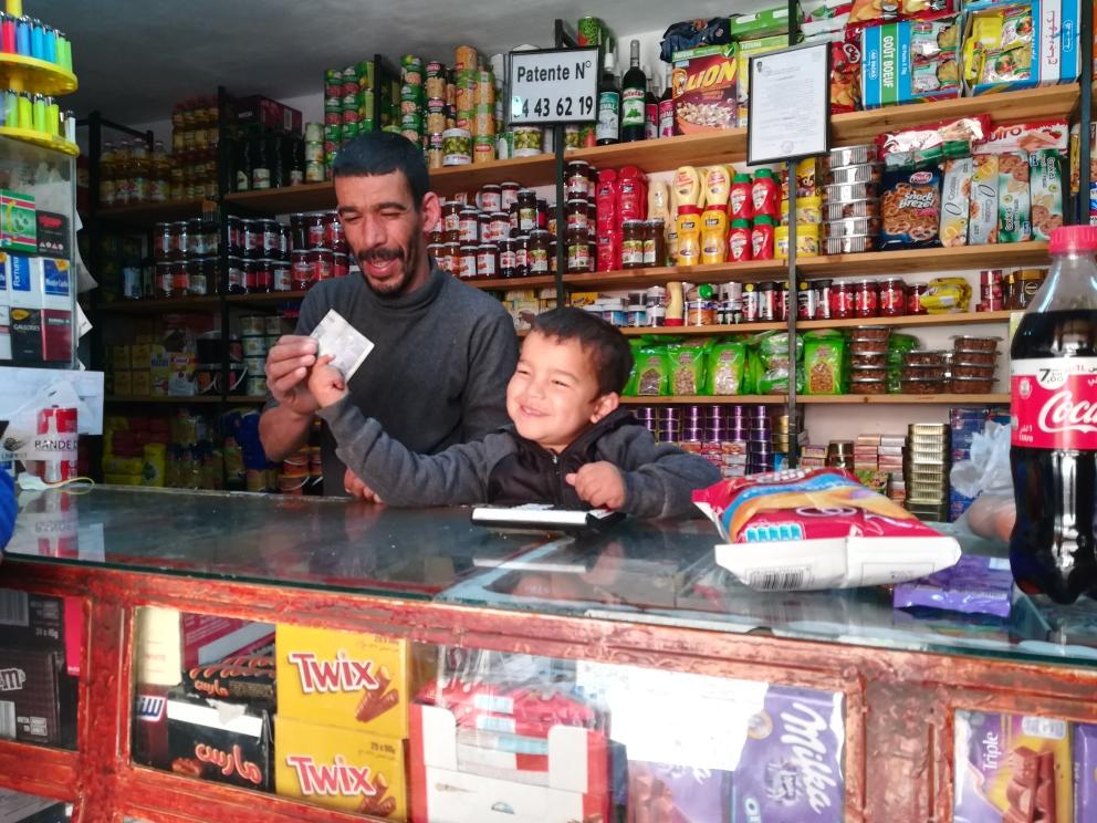 Mourad und sein Sohn im gemeinsamen Laden