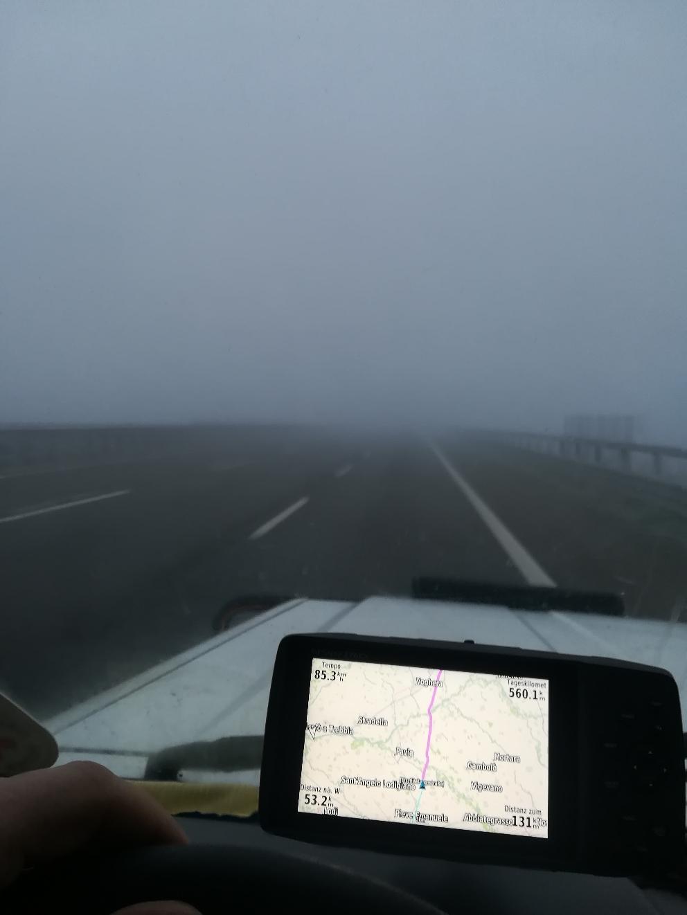 Nebelsuppe auf der Autobahn