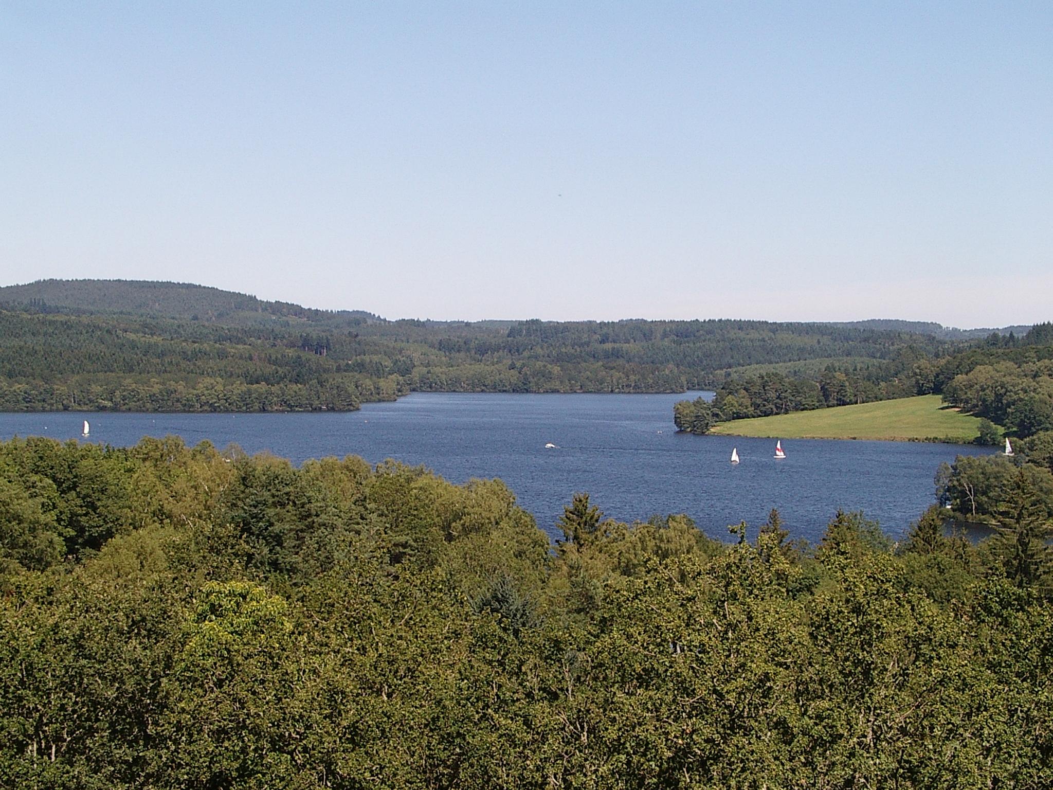 Le lac de Vassivière (communes de Beaumont-du-Lac et Peyrat-le-Château) a été créé à la suite de la construction du barrage portant son nom, en 1952.