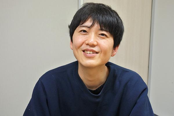 笑顔の先輩スタッフ、武田さん