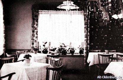 Mit der Übernahme des Schützenhofes wurde der Lebensmittelhandel eingestellt. Dadurch konnten neue Gasträume geschafft werden und andere Räume vergrößert werden (1963)